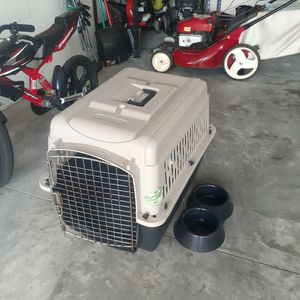 Dog Crate, Retractable Leash& Bowl for Sale in Riverview, FL