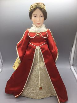 """EFFANBEE THE NEW WORLD COLLECTION QUEEN ISABELLA DOLL RETIRED Renaissance Dress.   Condition is """"Used, it has some small spots on the dress"""".  15 inch for Sale in Takoma Park, MD"""