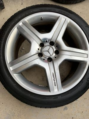 Mercedes S550 19 AMG rear wheel and tire for Sale in Miami, FL