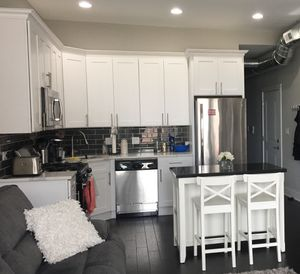 Kitchen Island with Granite Top for Sale in Glen Ellyn, IL