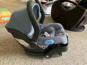 Car seat Uppababy with base, used only one month for Sale in Tampa, FL
