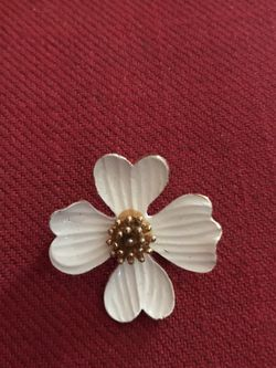 Dogwood Pin - Vintage Gold Tone for Sale in Dunwoody,  GA