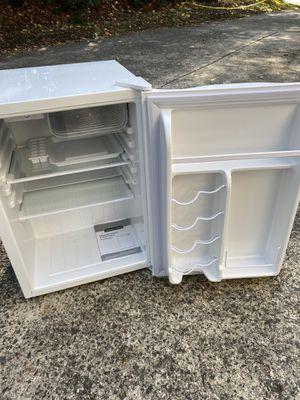 Magic Chef mini fridge for Sale in Charlotte, NC