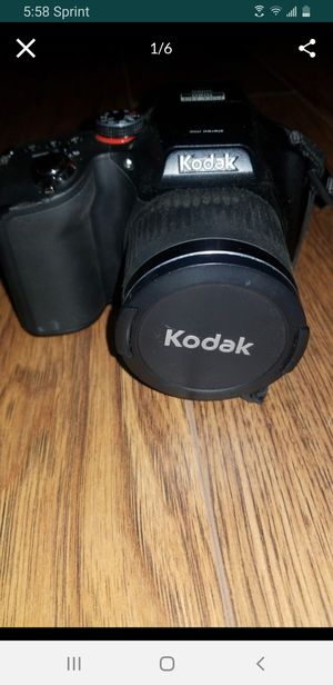 Kodak easyshare max z990 camera ..tripod and bag for Sale in Whittier, CA