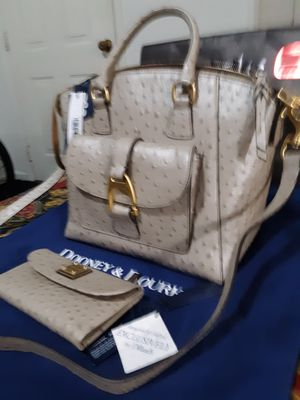 Womans Designer purse set with matching wallet for Sale in Salt Lake City, UT