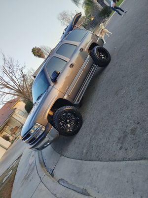 2002 chevy tahoe for Sale in Fresno, CA