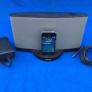Bose sound dock series II digital music system and Apple iPhone 30 pin adapter to lightning for Sale in Peoria, AZ