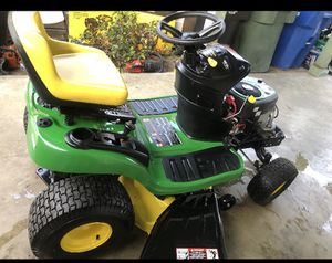 John Deere E100 42 in. 17.5 HP Gas Automatic Lawn Tractor for Sale in Los Angeles, CA