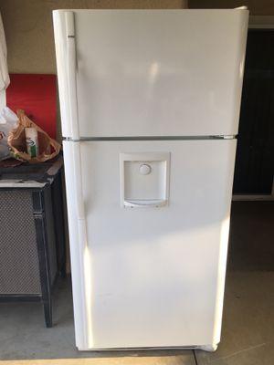 Kenmore fridge W/Ice Maker machine And Water line in the door for Sale in Fresno, CA