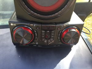 Lg 720 watts party stereo with 3 speakers 150.00 for Sale in Avon Park, FL
