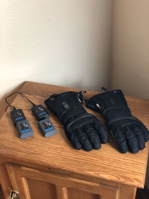 Motorcycle Warming Gloves, Women's Size: Large, Includes: 4 Battery Packs & Charger Adapter for Sale in Hesperia, CA