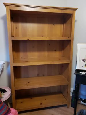 """Furloughed family: Real Wood Bookshelves 41.5""""×16""""x 68"""" includes moulding for Sale in Doral, FL"""