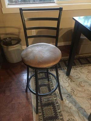 2 bar stools & Black kitchen table for Sale in Vancouver, WA