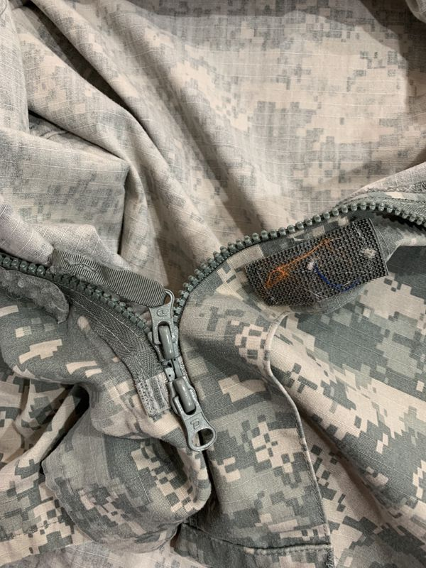 ACU Shirt/ Coat Small Regular USGI Digital Camo Cotton/ Nylon Ripstop Army Combat