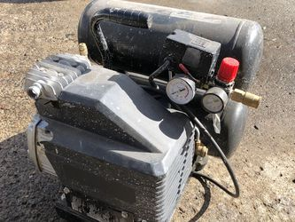 Good Working Air Compressor No air leaks I just don't use it anymore for Sale in Boring,  OR