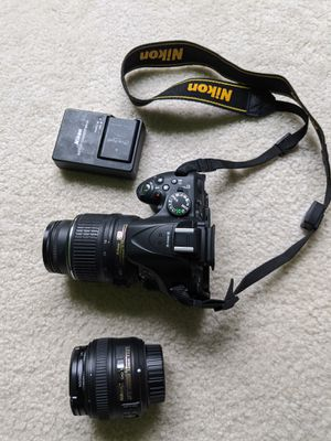 Nikon D5200 with 2 lenses 2 batteries and a bag for Sale in Sunnyvale, CA