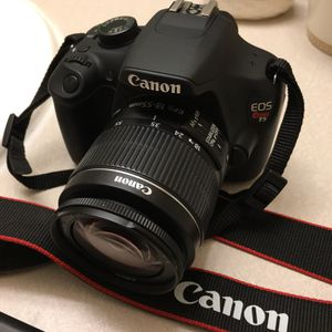 Canon rebel T5 like new great condition battery, charger, strap & 32gb SD card included! 18-55mm lens for Sale in San Antonio, TX