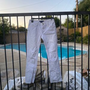 In demand women's essential white Levi's jeans. Preloved garment Condition : great Size : 26 Material : 100% cotton Super comfortable material for Sale in Pomona, CA