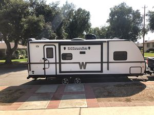 Winnebago 2351 DKS for Sale in Upland, CA