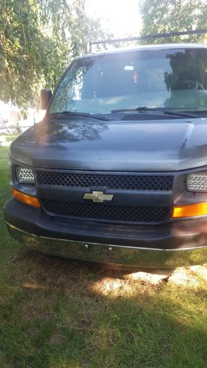 2005 Chevy Express 2500 4.8 v8 for Sale in Bridgeport, CT