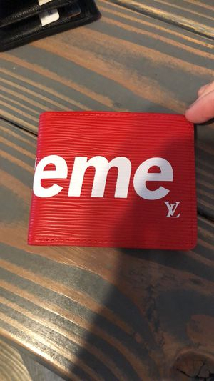 Supreme LV wallet for Sale in St. Louis, MO