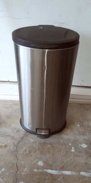 13 gal trash can for Sale in Arlington, TX