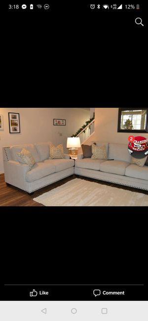 Living room set! Sofa loveseat table set!!! for Sale in Sanger, CA