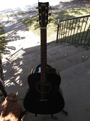 Mint Yamaha F335 black acoustic guitar with padded gig bag and accessories for Sale in Denton, TX
