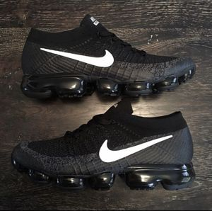 Nike vapormax Flyknit 2 Black and white Men's Size 10 for Sale in Marion, LA