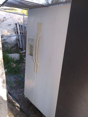 White Refrigerator for Sale in Perris, CA