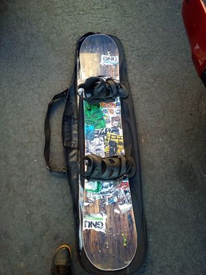 GNU snowboard Burton cartel bindings size Large and dakine board bag all brand new never been used for Sale in San Diego, CA