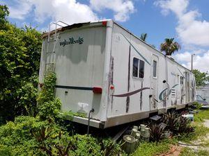 RV trailer 40f in bad condition inside for Sale in Miami, FL