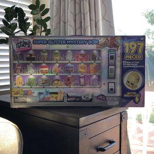 Shopkins Super Glitter Mystery Box 197 Pc for Sale in Chula Vista, CA