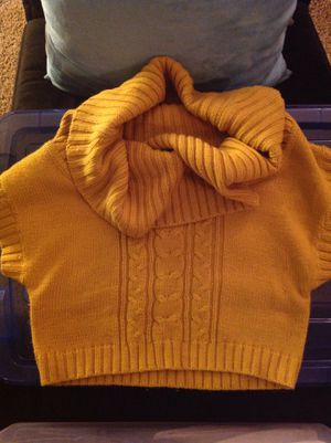 Crop top sweater- CLOTHES FOR SALE for Sale in Monrovia, CA