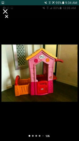 Lalaloopsy playhouse never used outside u won't find this playhouse anywhere else and has working doorbell and comes with 2 dolls for Sale in NO FORT MYERS, FL