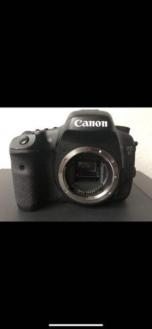 Canon EOS 7D Camera lens: 15-85mm Camera lens: 18-135mm Camera lens: 70-300mm Flash led: youngnuo Acccessories: 4 memory card 3 battery Camera str for Sale in Abilene, TX