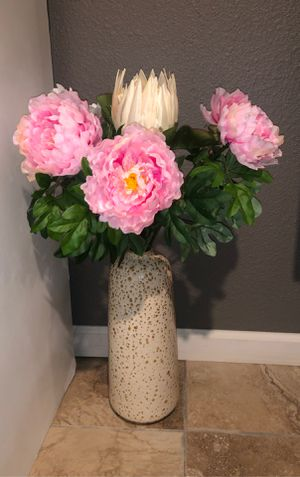 target faux flowers and vase for Sale in Perris, CA