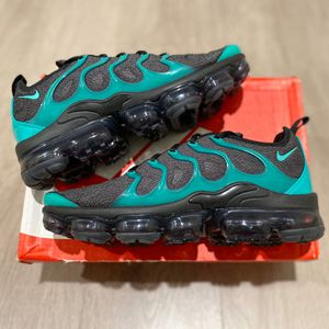Nike Air Vapormax Plus Emerald Green 'Eagles' Size 10.5 UNDER RETAIL for Sale in Los Angeles, CA