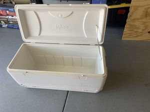 XL igloo ice chest for Sale in San Ysidro, NM