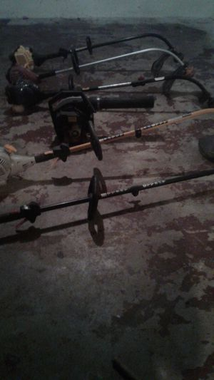 6 wead wackers and a leaf blower parts for Sale in St. Louis, MO