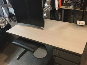 Steelcase Desk with Monitors& Keyboard for Sale in San Diego,  CA