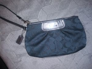 Coach large wristlet for Sale in Dallas, TX