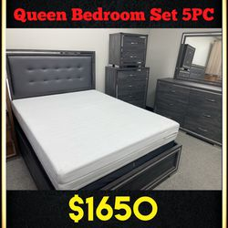 Queen Bedroom Set 5pc - Delivery Available 🚚 ($39 Down Payment) for Sale in Dallas,  TX