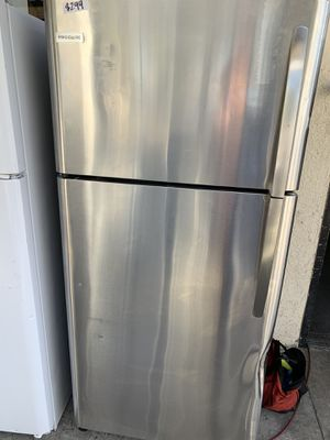 Stainless steel Frigidaire top freezer 18 cub ft for Sale in Burbank, CA
