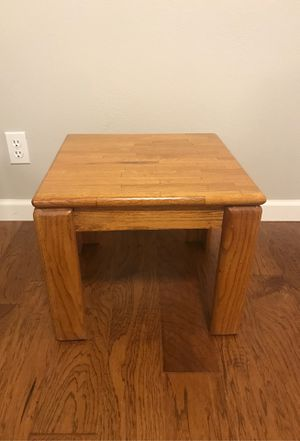 End table for Sale in Gig Harbor, WA