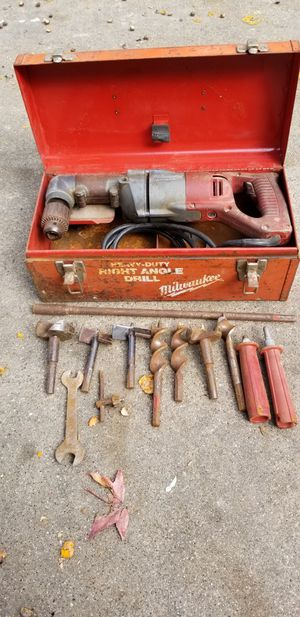Milwaulkee right angle drill with bits and extension for Sale in Tyler, TX