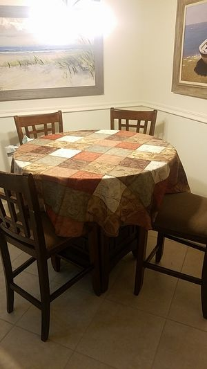 Dining room table for Sale in Lake Worth, FL