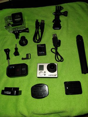 GO PRO HERO 3+ WITH 2 BATTERIES AND REMOTE CONTROL WITH EVERYTHING YOU SEE IN PICTURES for Sale in Fullerton, CA