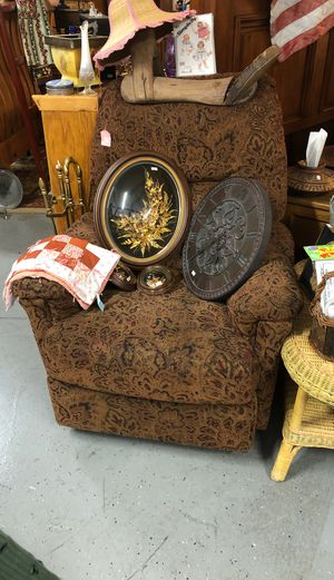 Lazy boy recliner for Sale in Salem, OR