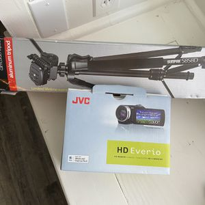 Video Recorder And Tri Pod for Sale in Kingsburg, CA